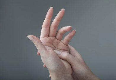 Parmak Çıtlatmak Zararlı Olabilir mi?